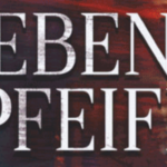 Schriftzug Sieben Pfeiffer auf einem blau orangen Hintergrund.