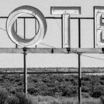 Ein Motelschild.